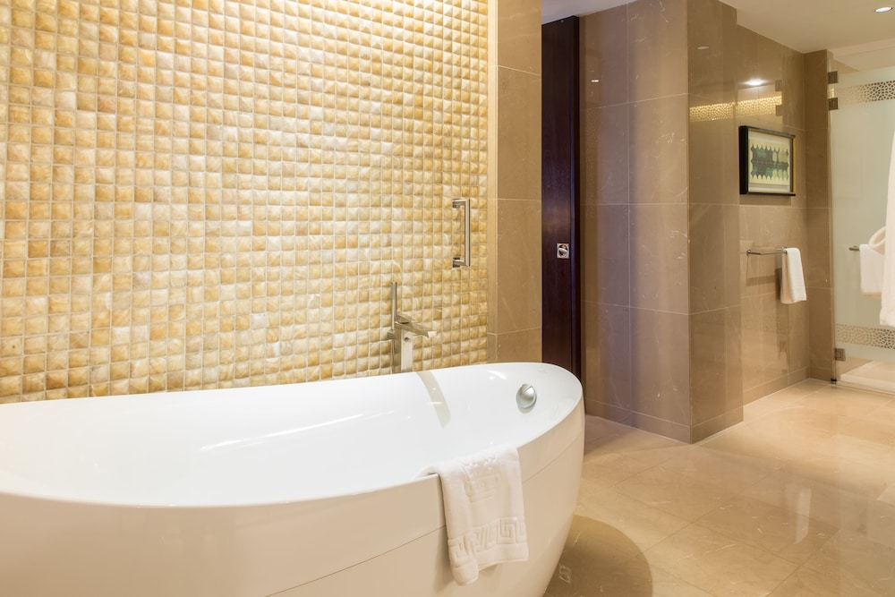 Deep Soaking Bathtub, The Ritz-Carlton, Dubai