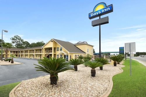 Great Place to stay Days Inn by Wyndham Alma near Alma