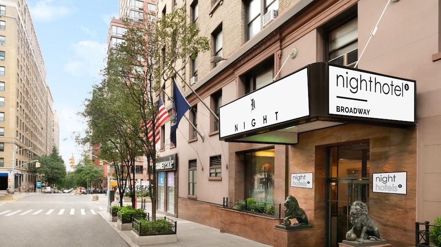 Night Hotel Broadway