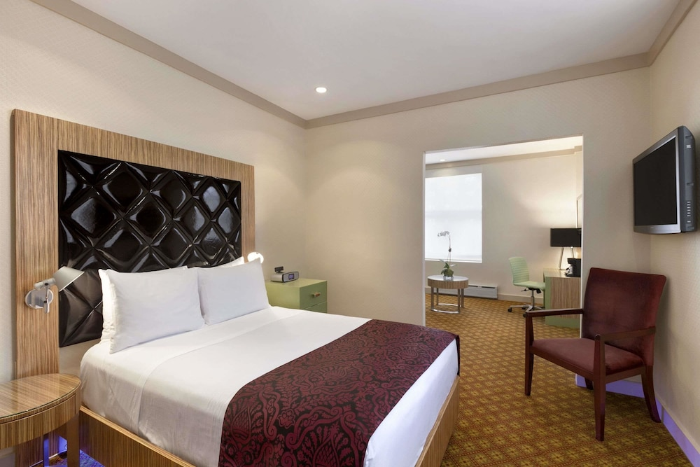 days hotel by wyndham on broadway nyc new york. Black Bedroom Furniture Sets. Home Design Ideas