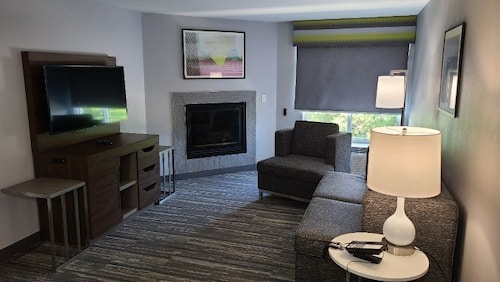 Living Area, Hampton Inn Swedesboro Philadelphia