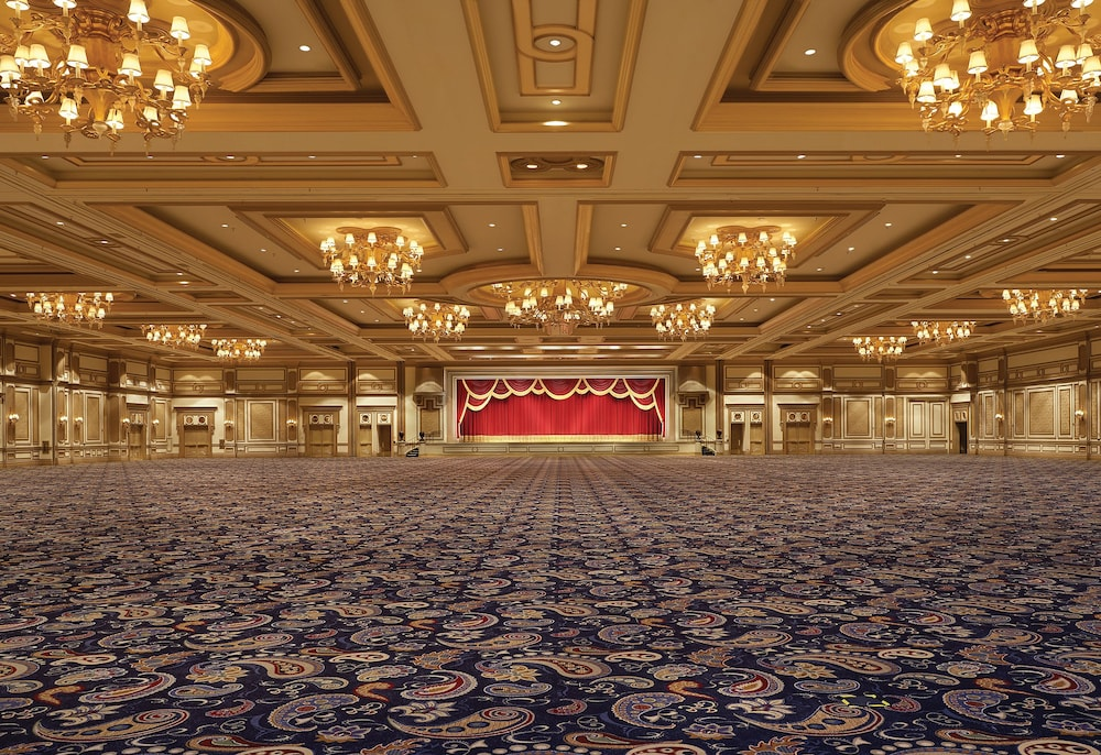 guiding questions belagio The bellagio las vegas is located in the middle of the strip, at the intersection of las vegas boulevard and flamingo road the property includes an 85-acre man-made lake known for its 1,200.