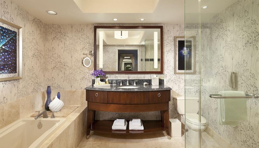 Bellagio 2017 room prices deals reviews expedia for Best bathrooms vegas