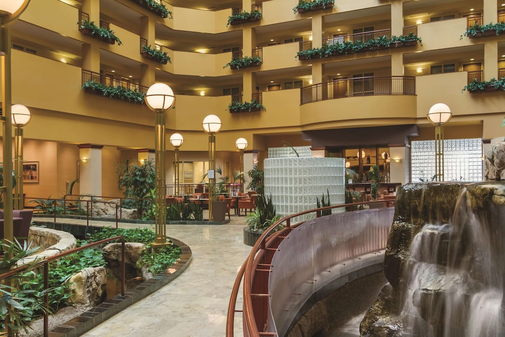 Lobby, Embassy Suites Portland Airport