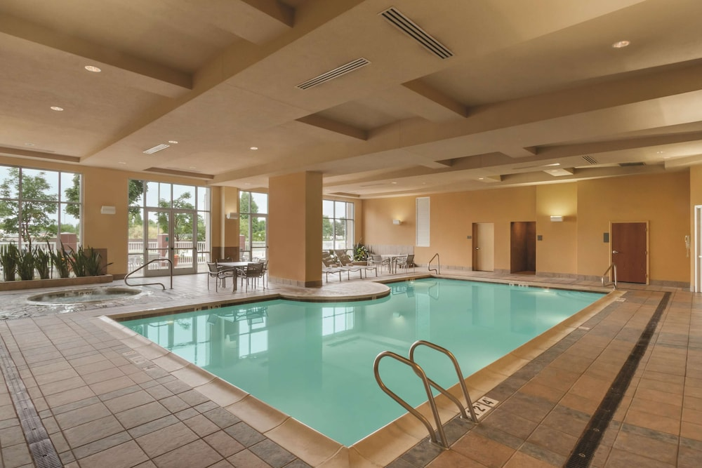 Pool, Embassy Suites Portland Airport
