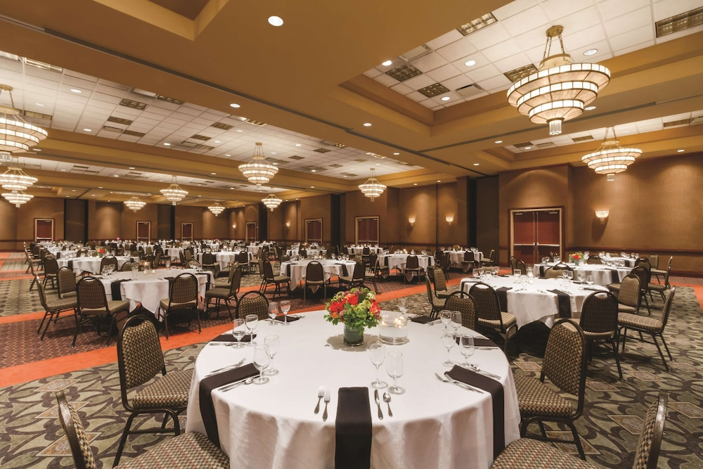 Ballroom, Embassy Suites Portland Airport