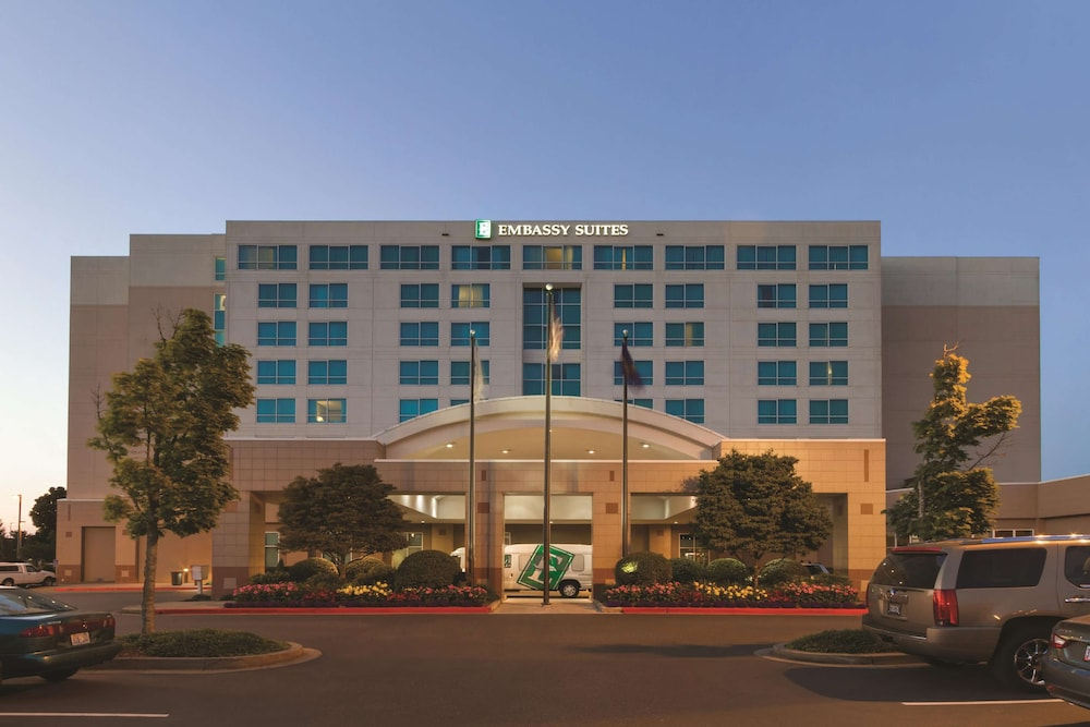 Exterior, Embassy Suites Portland Airport