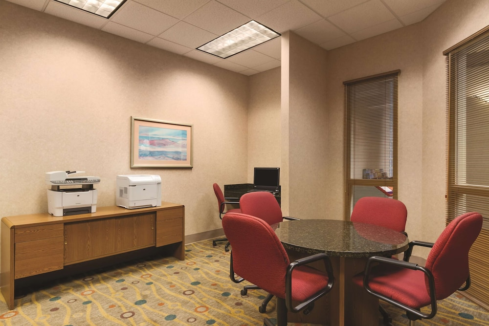Business Center, Embassy Suites Portland Airport