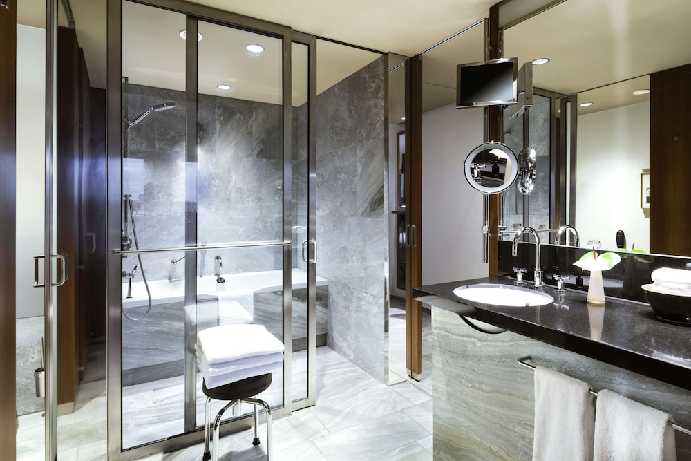 Bathroom, Grand Hyatt Berlin