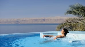 8 outdoor pools, pool umbrellas, sun loungers