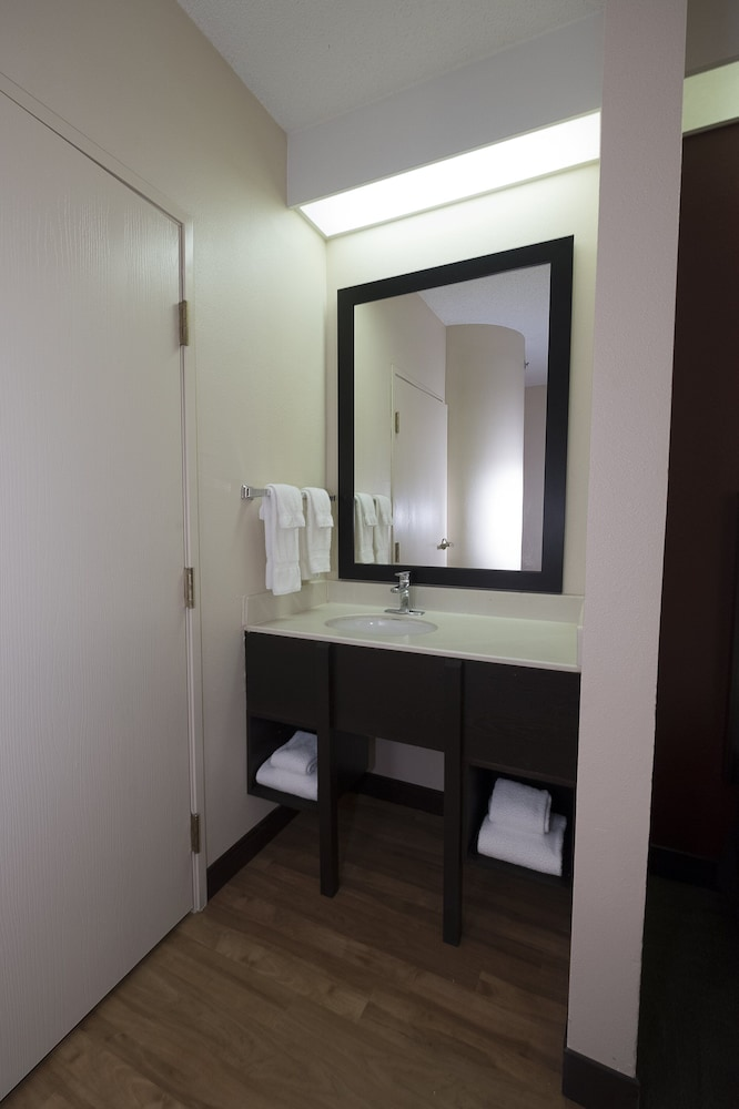 Bathroom, Quality Inn Bentonville-Rogers