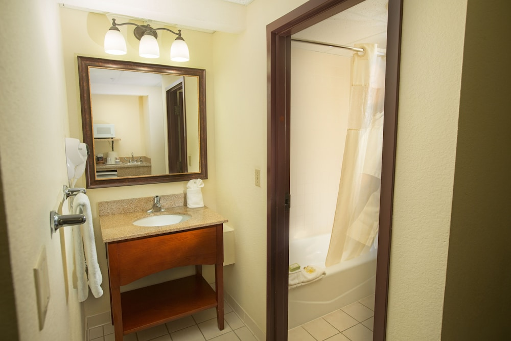 Bathroom, Best Western Gateway Grand