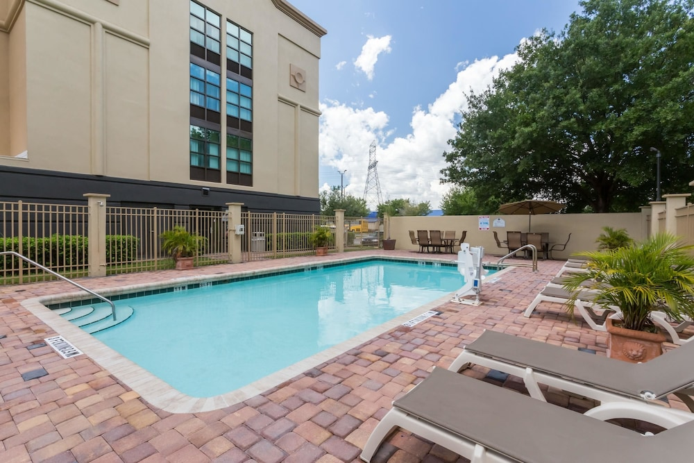 Pool, Wingate by Wyndham Convention Ctr Closest Universal Orlando