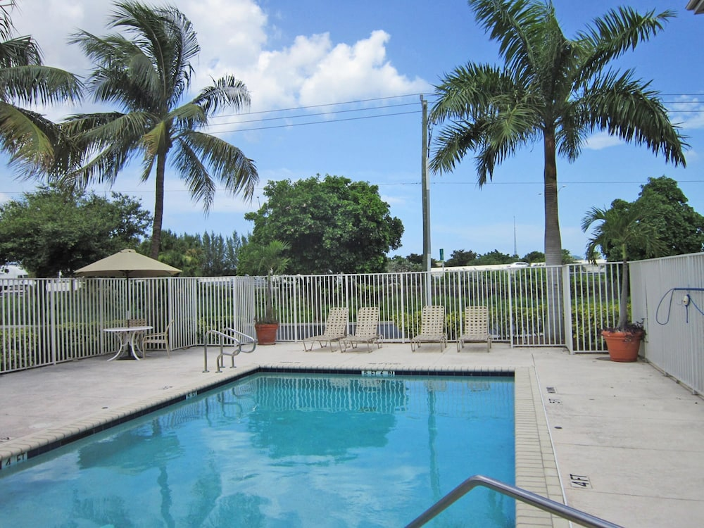 Pool, Extended Stay America-West Palm Beach- Northpoint Corp Park