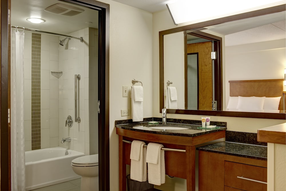 Bathroom, Hyatt Place Indianapolis Airport