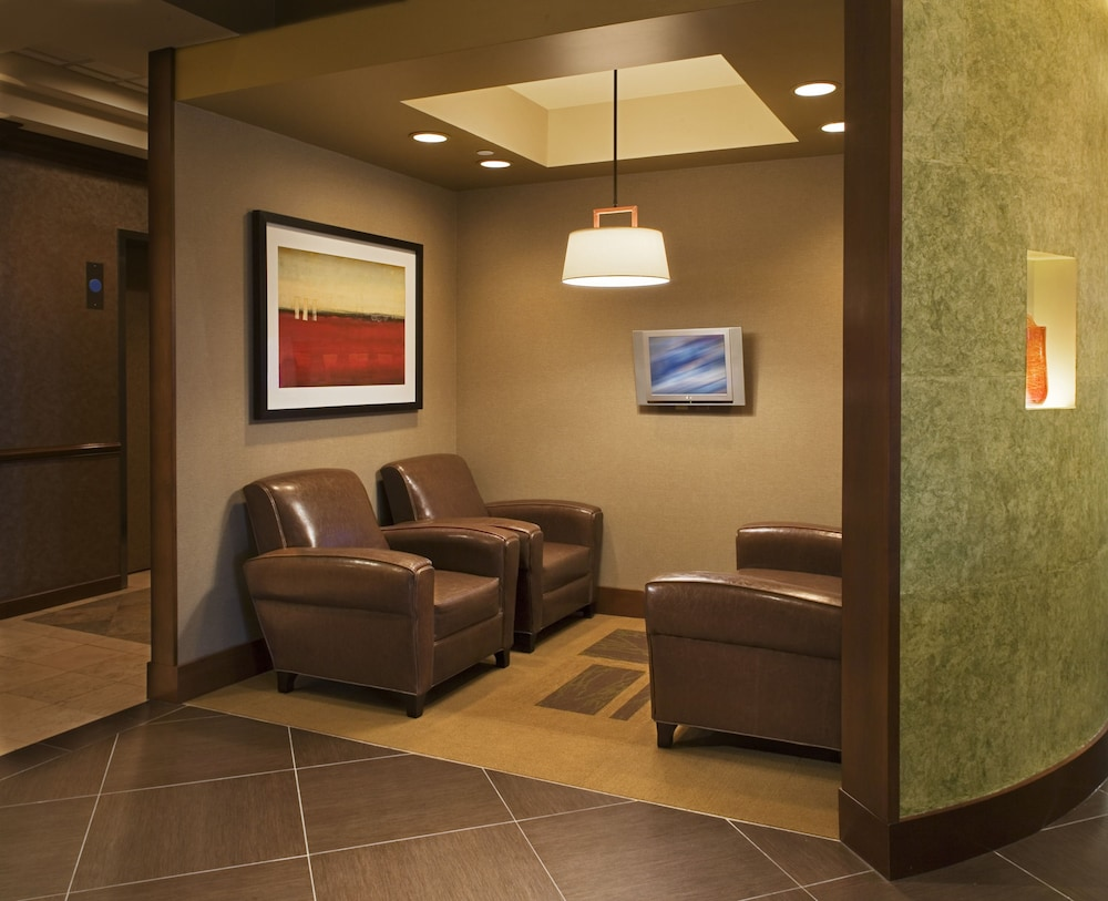 Lobby Sitting Area, Hyatt Place Indianapolis Airport