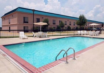 Outdoor Pool, Quality Inn