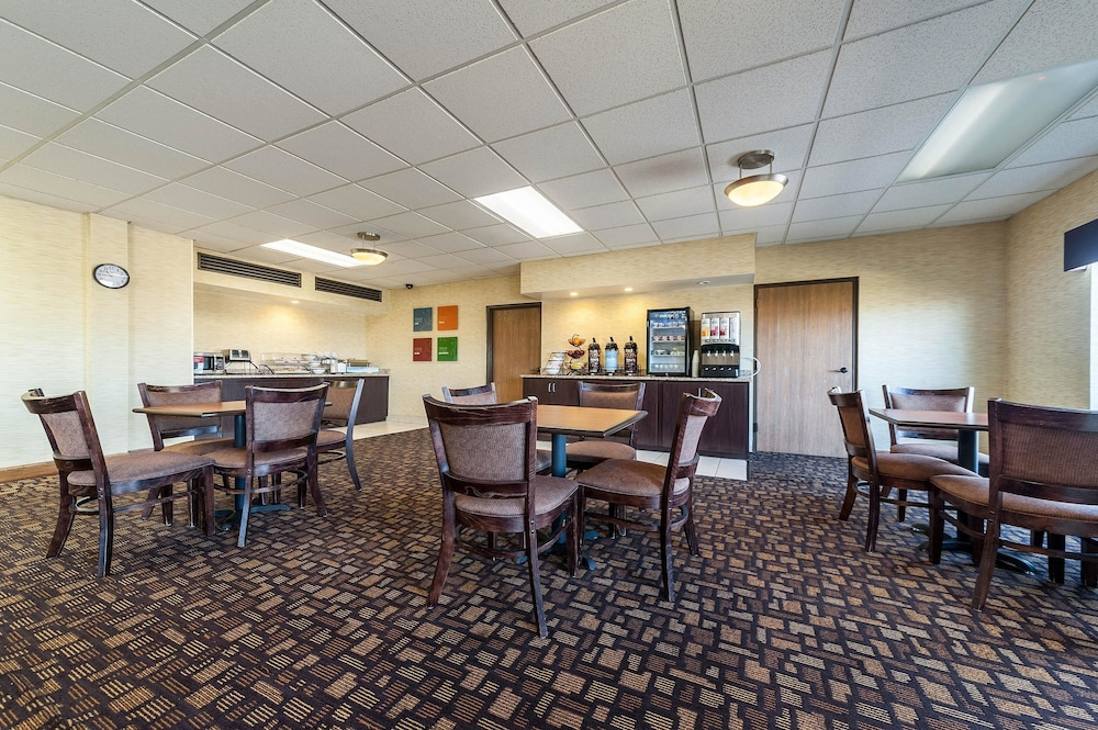 Breakfast Area, Quality Inn