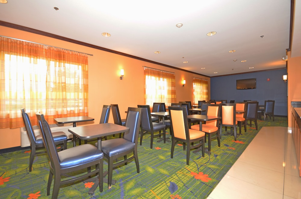 Breakfast Area, Fairfield Inn & Suites by Marriott - Jefferson City