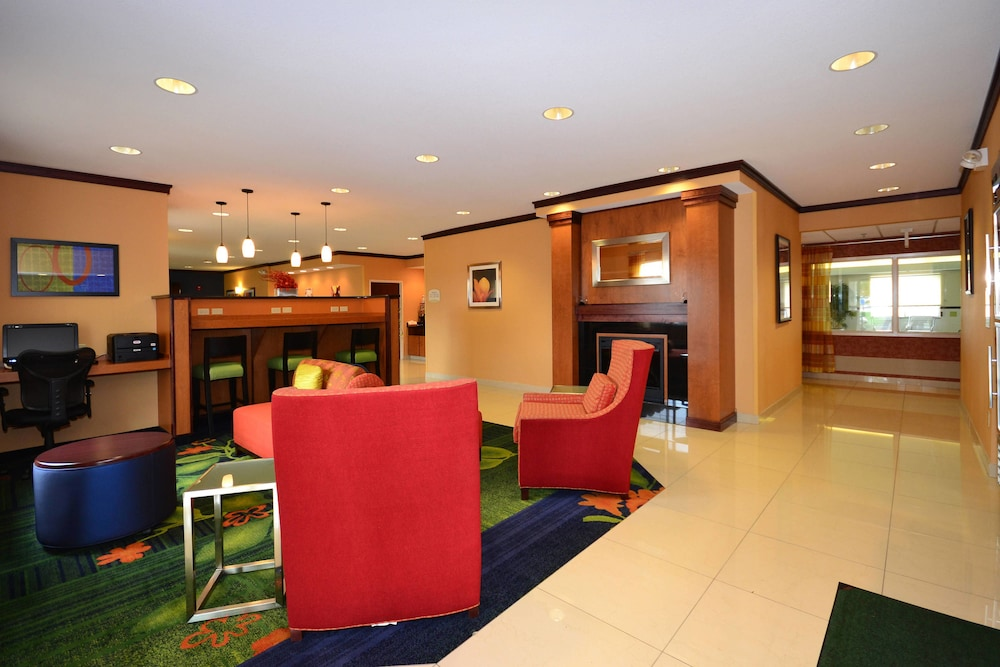 Lobby, Fairfield Inn & Suites by Marriott - Jefferson City