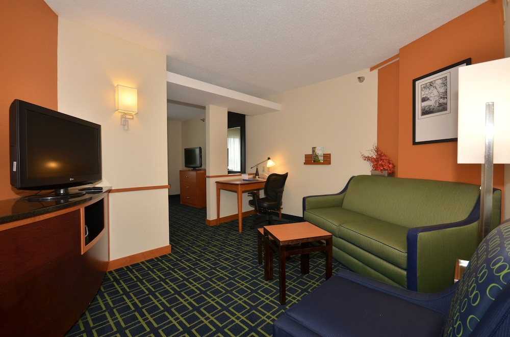 Living Area, Fairfield Inn & Suites by Marriott - Jefferson City