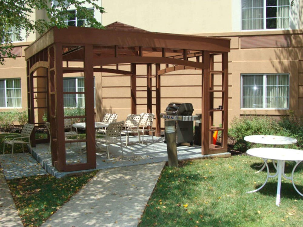 Terrace/Patio, Extended Stay America Piscataway - Rutgers University
