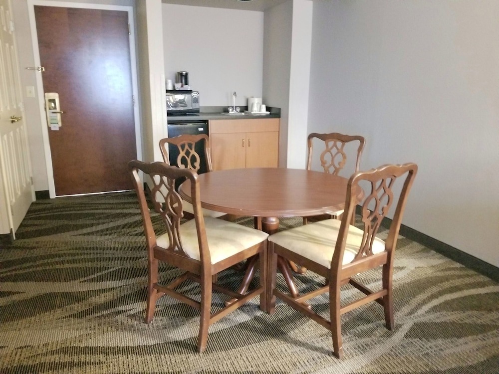 In-Room Dining, Wingate by Wyndham Raleigh Durham Airport RTP