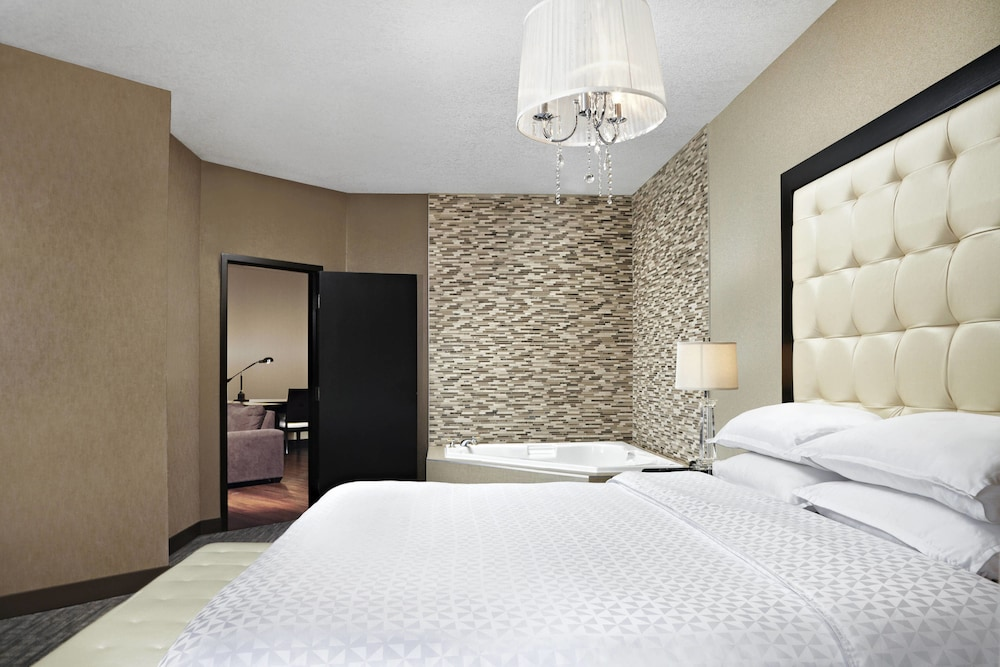 Room, Four Points by Sheraton Hotel & Suites Calgary West