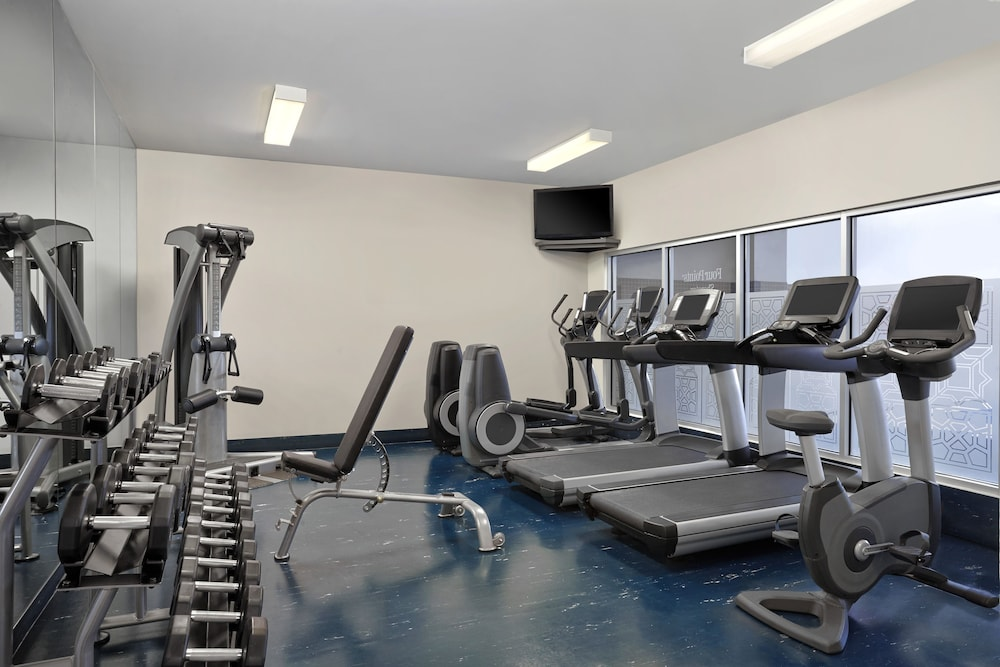 Fitness Facility, Four Points by Sheraton Hotel & Suites Calgary West
