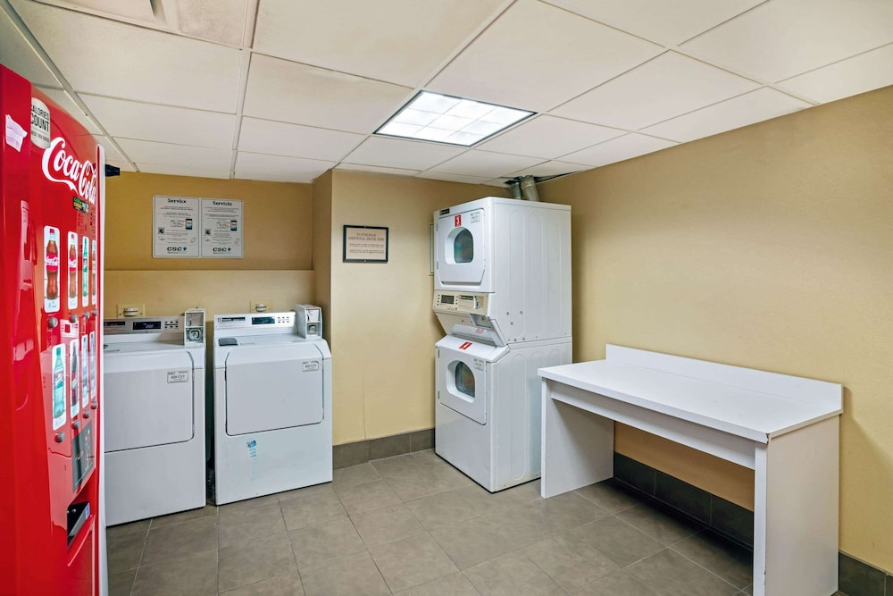 Laundry Room, La Quinta Inn & Suites by Wyndham Memphis Primacy Parkway