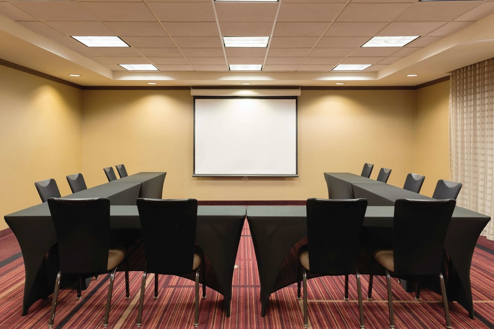 Meeting Facility, La Quinta Inn & Suites by Wyndham Memphis Primacy Parkway