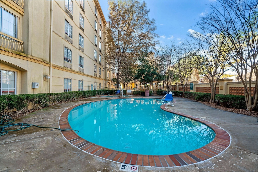 Pool, La Quinta Inn & Suites by Wyndham Memphis Primacy Parkway