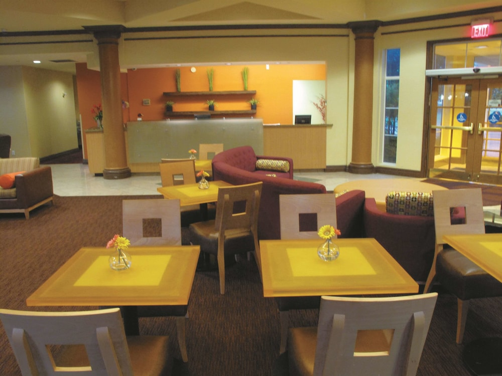 Breakfast Area, La Quinta Inn & Suites by Wyndham Memphis Primacy Parkway