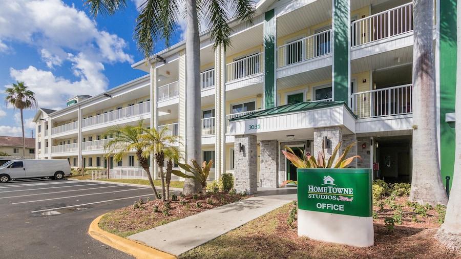 HomeTowne Studios by Red Roof Fort Lauderdale