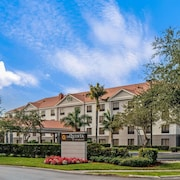 La Quinta Inn & Suites by Wyndham Bonita Springs Naples N.
