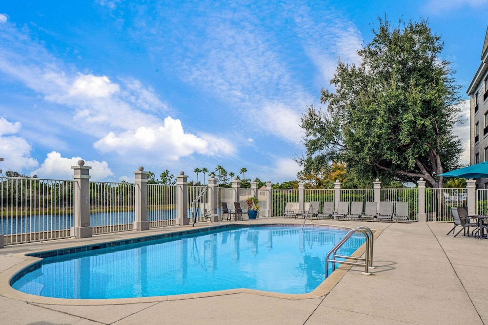 Pool, La Quinta Inn & Suites by Wyndham Bonita Springs Naples N.