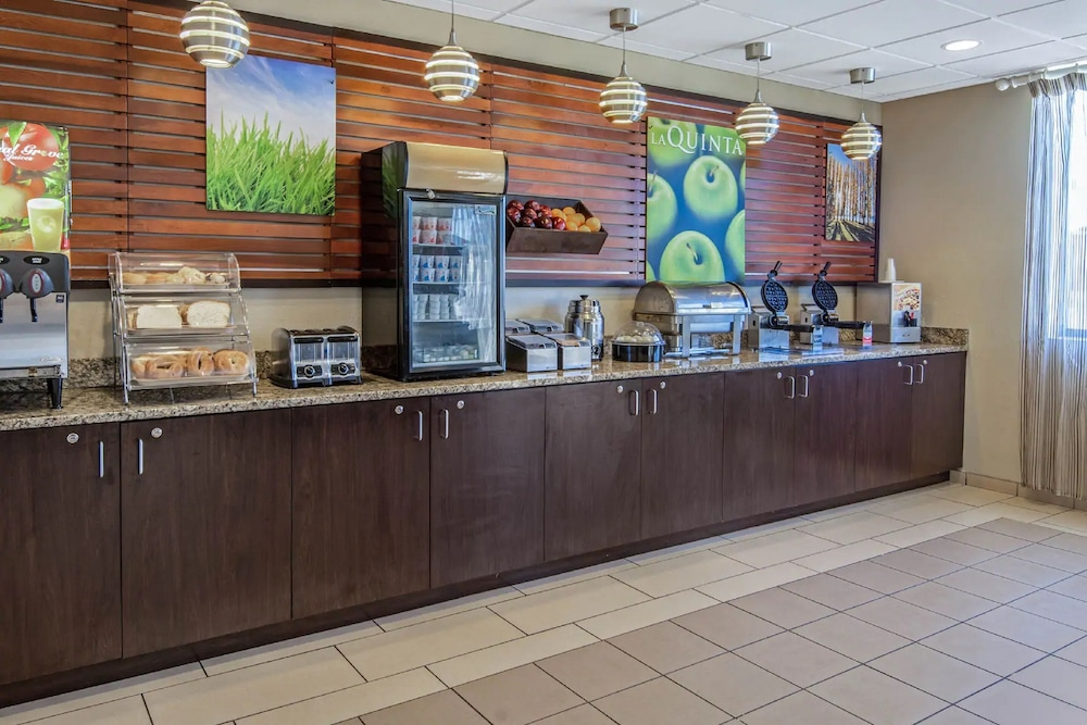 Breakfast Area, La Quinta Inn & Suites by Wyndham Bonita Springs Naples N.