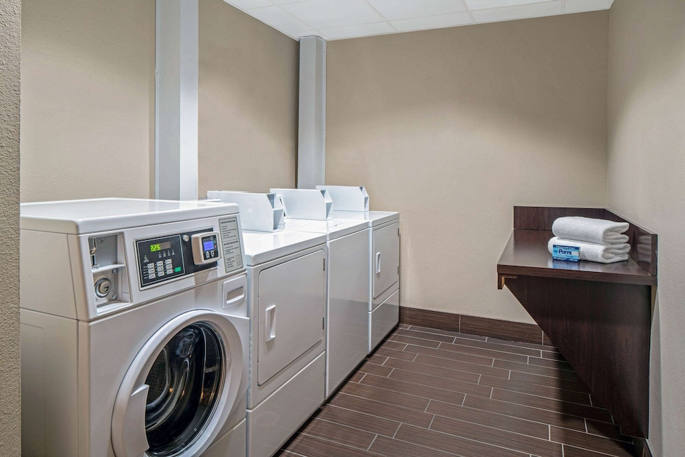 Laundry Room, La Quinta Inn & Suites by Wyndham Bonita Springs Naples N.