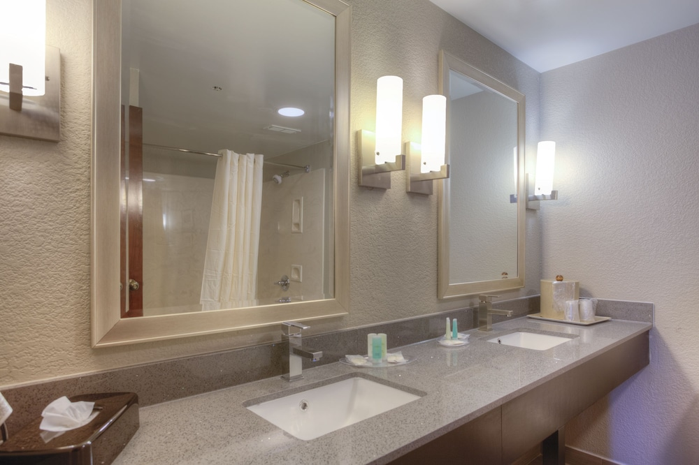 Bathroom, Comfort Suites Pineville - Ballantyne Area
