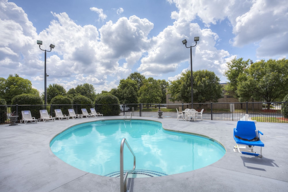 Pool, Comfort Suites Pineville - Ballantyne Area