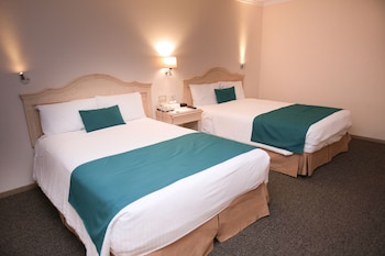 Standard Double Room, 2 Double Beds, Non Smoking - Guestroom