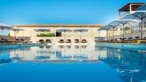 Piscine couverte, piscine extérieure (ouverte en saison)
