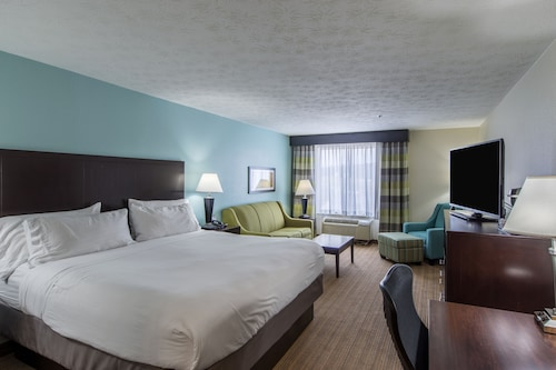 Check Expedia for Availability of Holiday Inn Express Dandridge