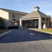 Baymont Inn Suites Belleville Airport Area