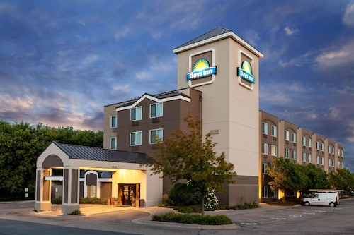 Days Inn by Wyndham Eagan Minnesota Near Mall of America