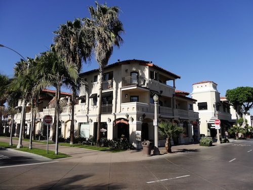 Balboa Inn, On the Beach