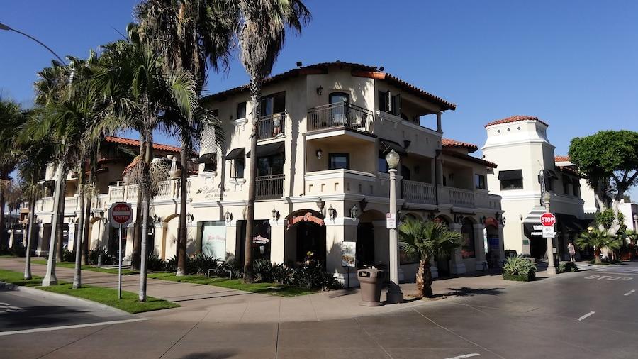 Balboa Inn, On the Beach