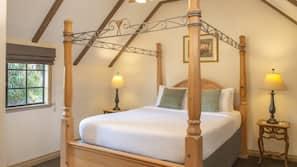 Edredons de pluma, camas Tempur-Pedic, cofres nos quartos, escrivaninha