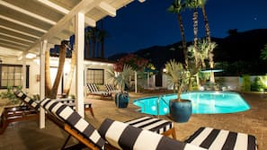 3 outdoor pools, open 7:00 AM to midnight, free cabanas, pool umbrellas
