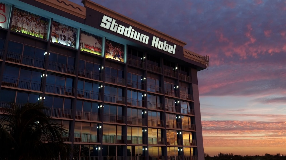 Front of Property - Evening/Night, Stadium Hotel